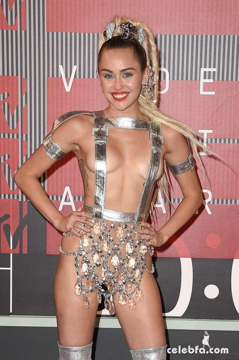 Miley Cyrus - 2015 MTV Video Music Awards  (8)