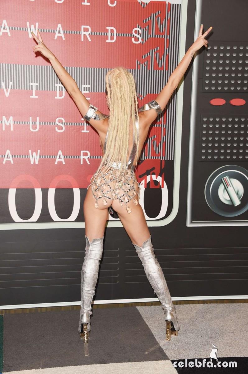 Miley Cyrus - 2015 MTV Video Music Awards  (9)