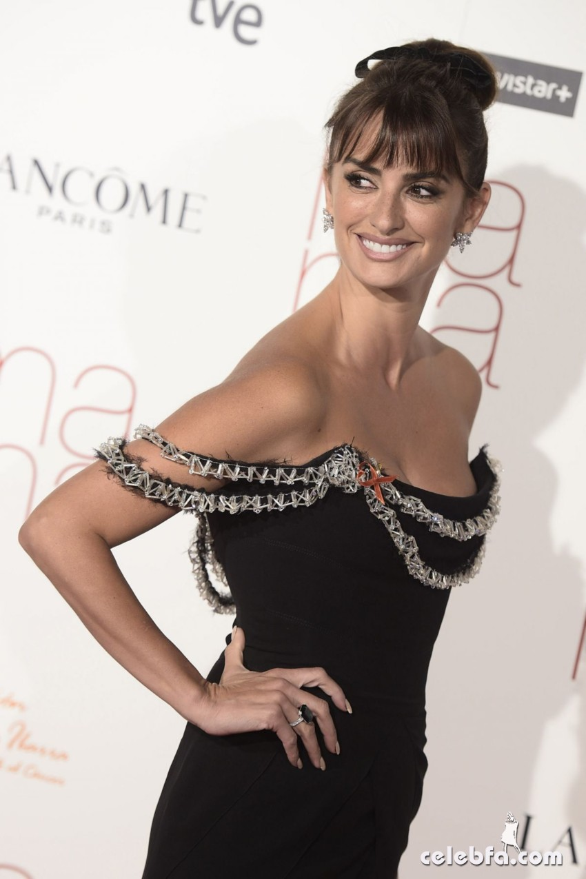 penelope-cruz-at-ma-ma-premiere-in-madrid (7)
