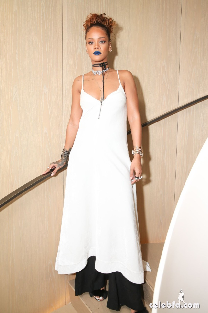 rihanna-at-her-party-at-new-york-edition-in-new-york (3)