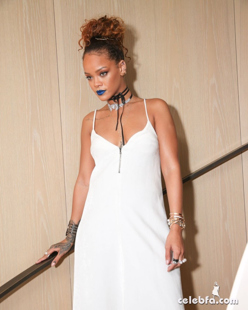 rihanna-at-her-party-at-new-york-edition-in-new-york (5)
