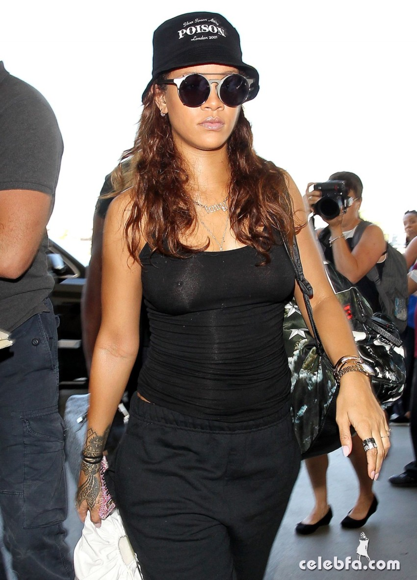 rihanna-at-los-angeles-international-airport (6)