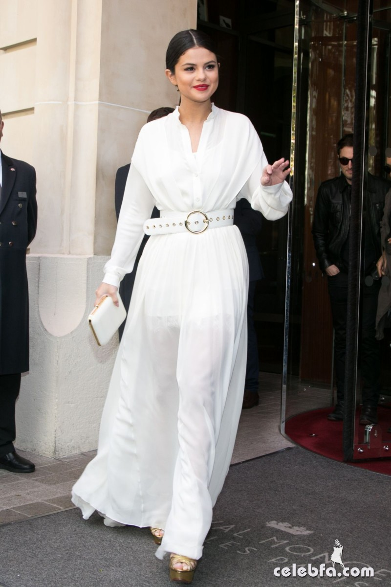 selena-gomez-leaves-her-hotel-in-paris (1)