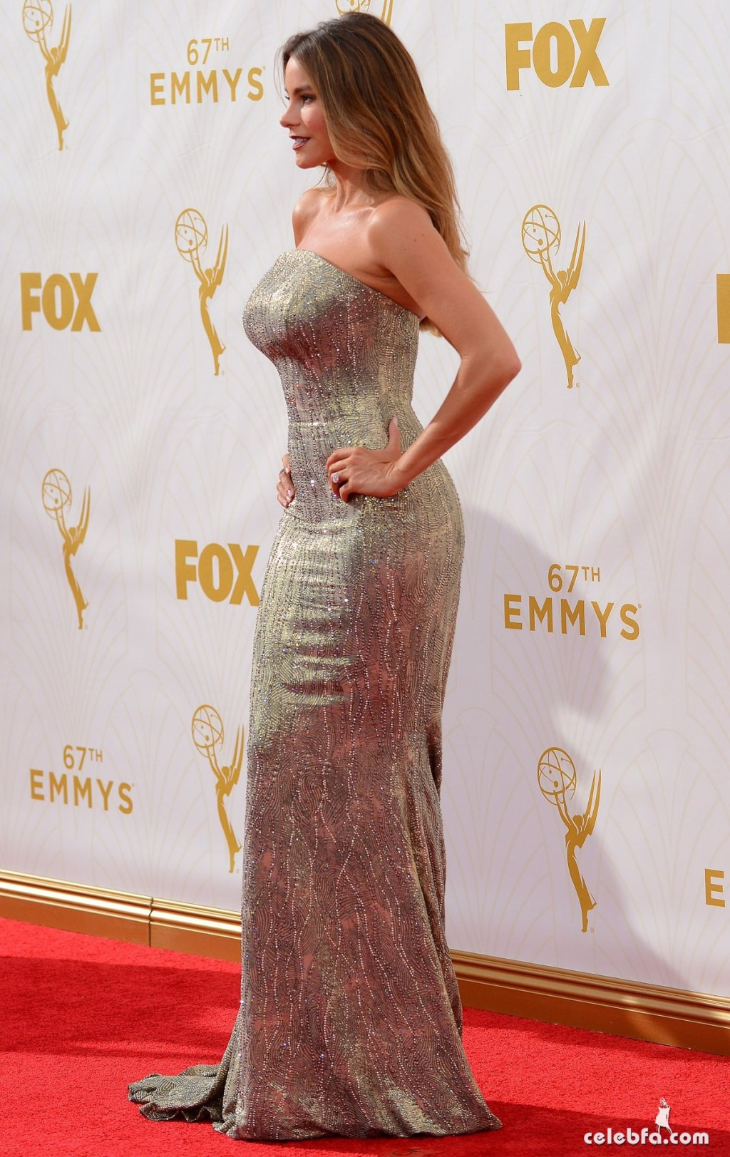 sofia-vergara-at-2015-emmy-awards (4)