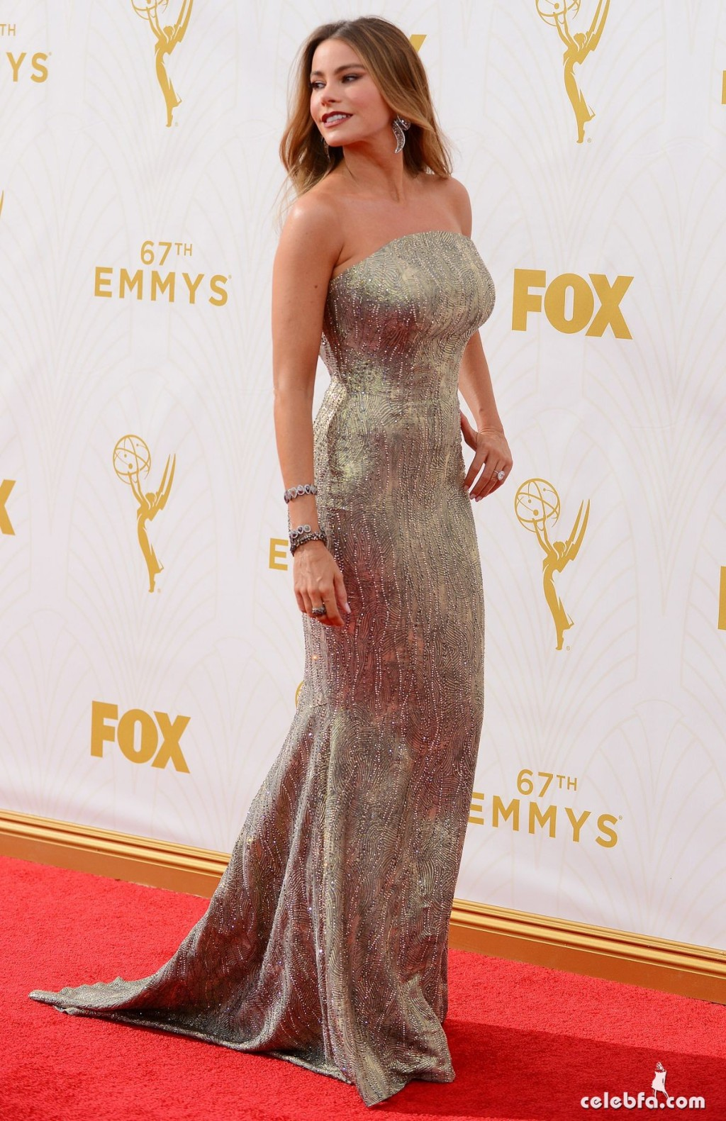 sofia-vergara-at-2015-emmy-awards (6)