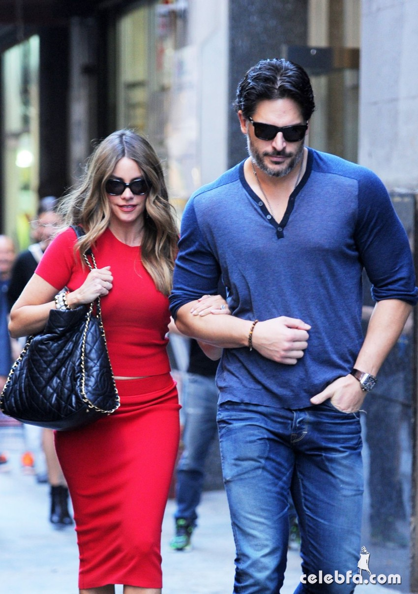 sofia-vergara-out-for-lunch-at-the-plaza-hotel-in-new-york (2)