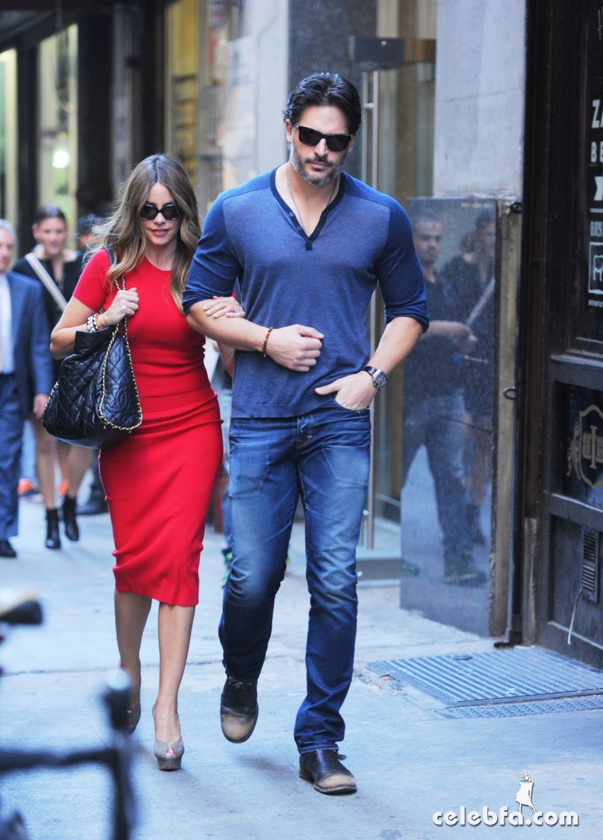 sofia-vergara-out-for-lunch-at-the-plaza-hotel-in-new-york (4)