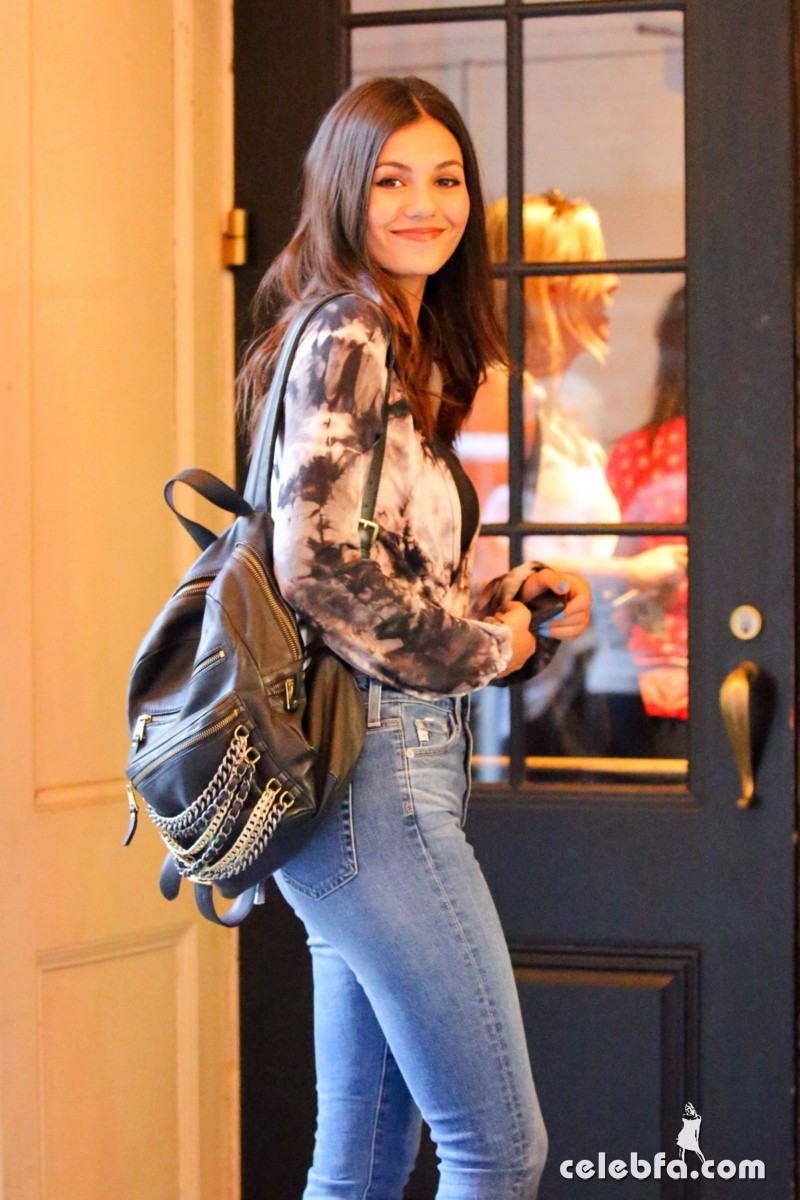 victoria-justice-in-new-york (4)