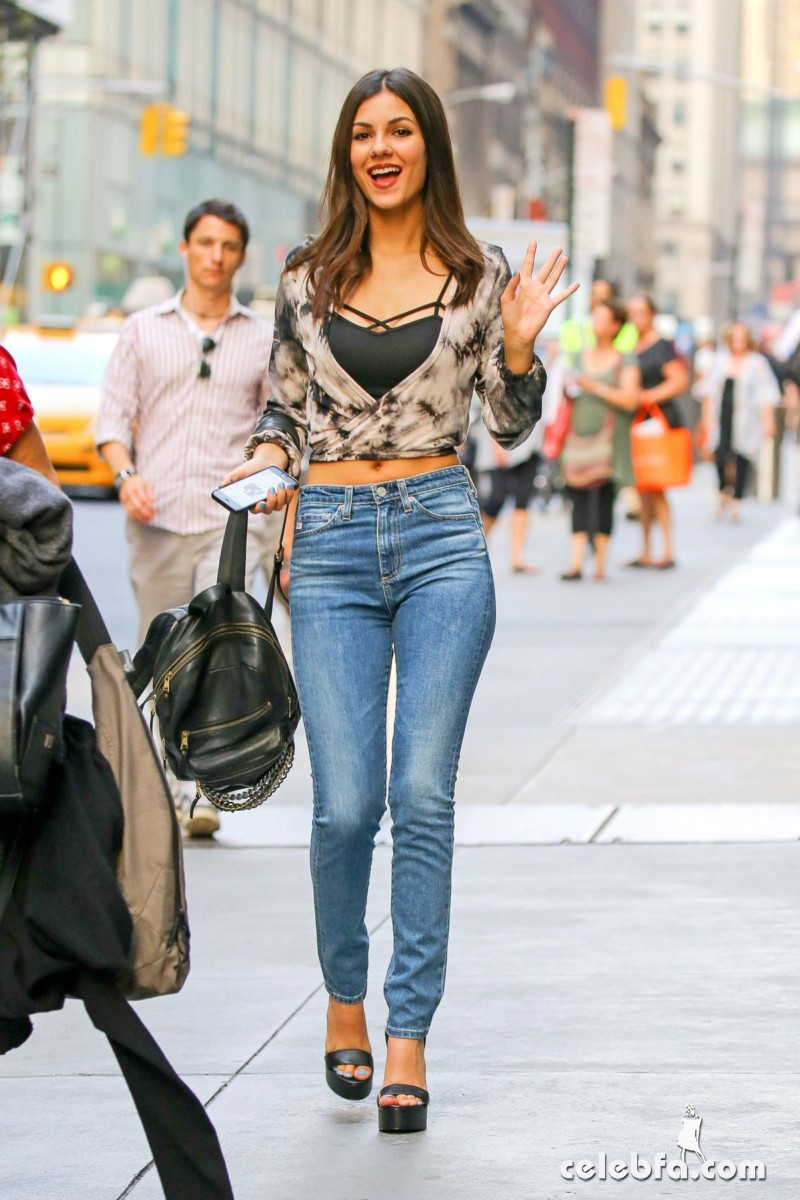 victoria-justice-in-new-york (5)