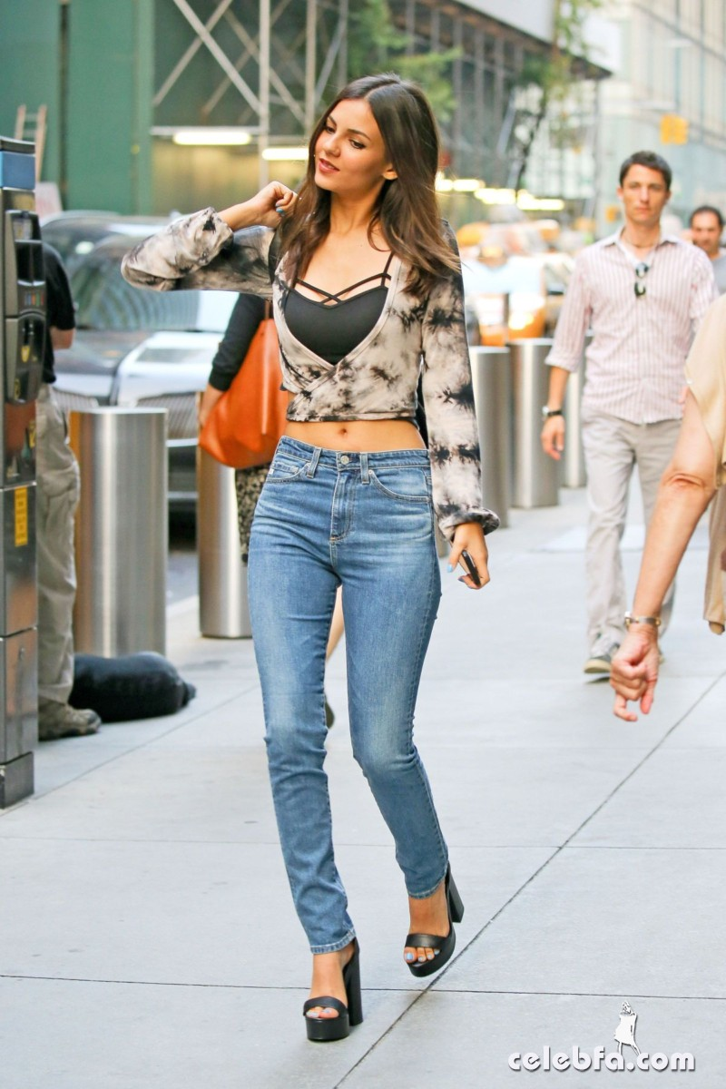 victoria-justice-in-new-york (6)