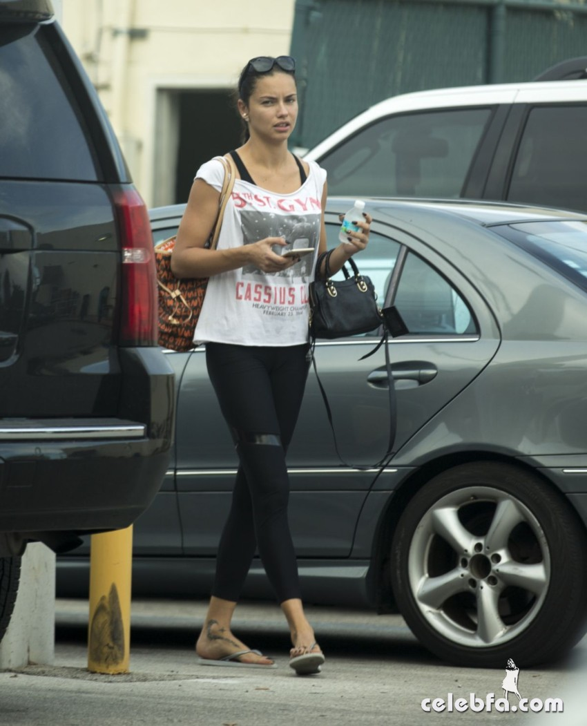 adriana-lima-leaves-a-gym-in-miami (3)
