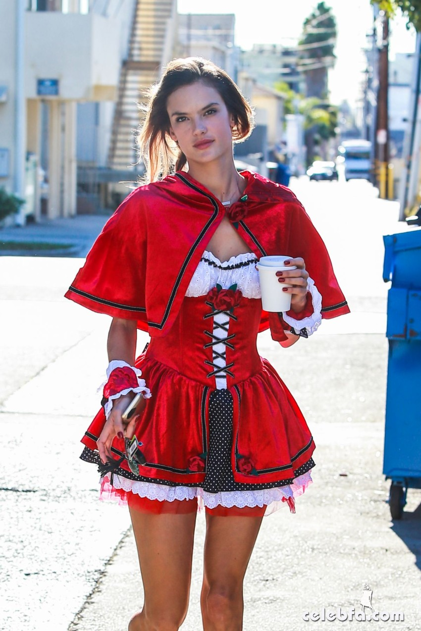 alessandra-ambrosio-as-red-riding-hood-out-in-west-hollywood (1)