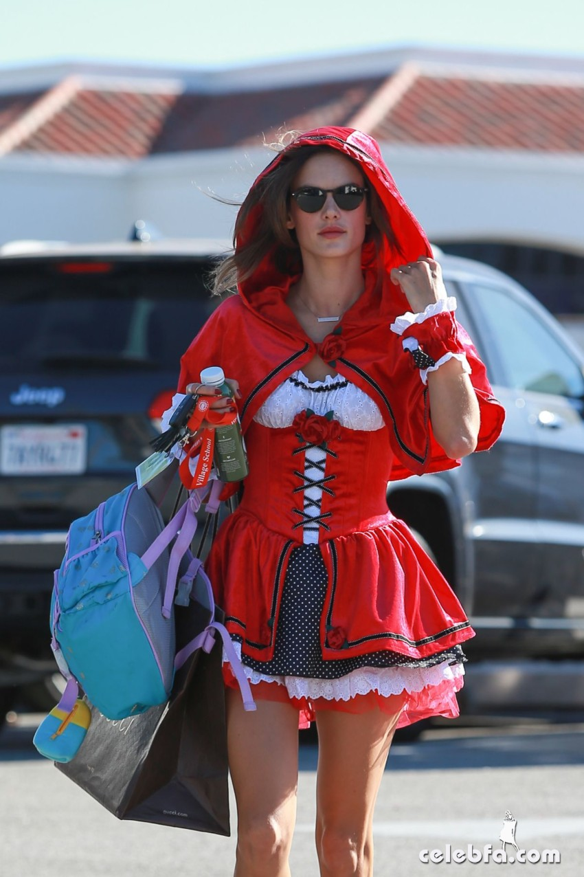 alessandra-ambrosio-as-red-riding-hood-out-in-west-hollywood (2)