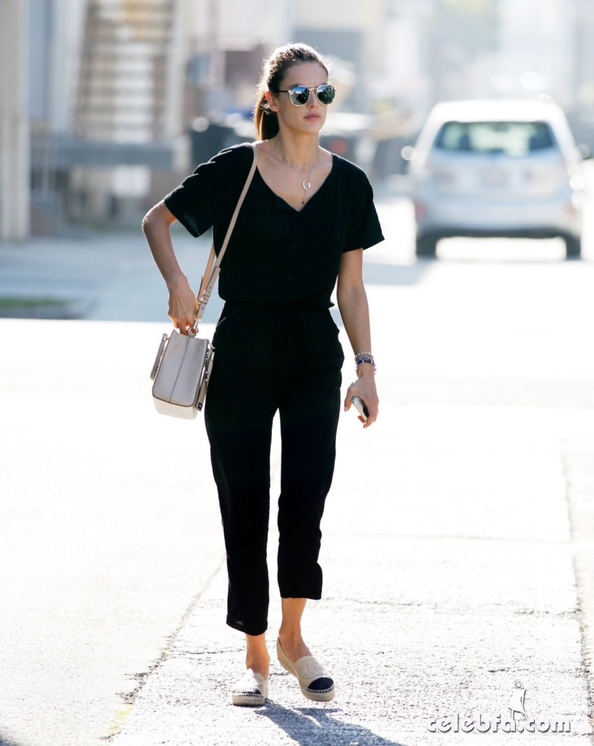 alessandra-ambrosio-out-and-about-in-los-angeles (3)