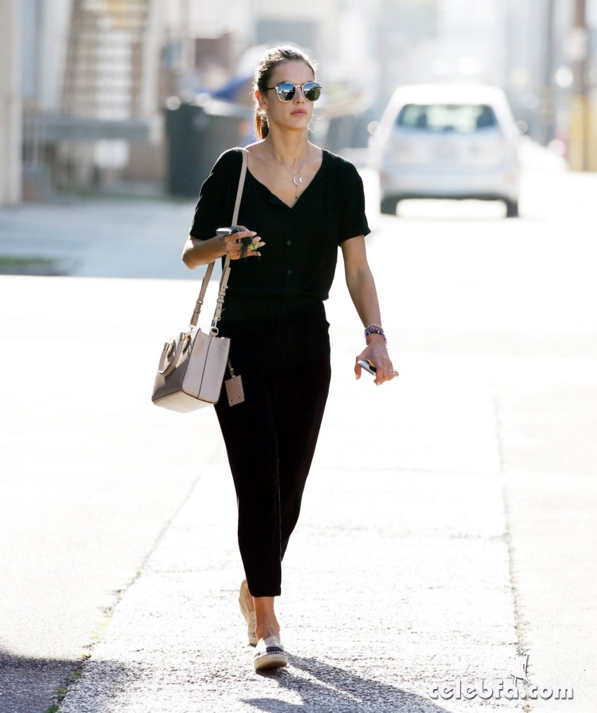 alessandra-ambrosio-out-and-about-in-los-angeles (4)