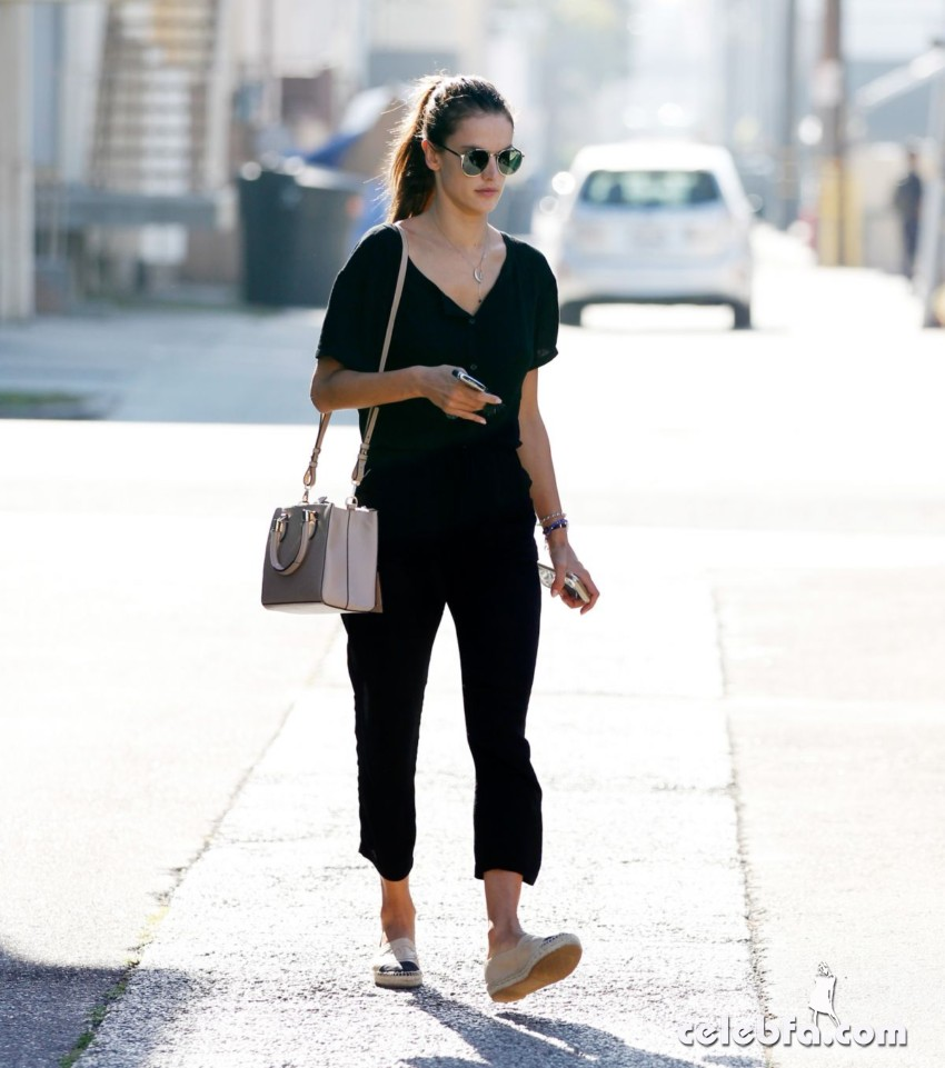 alessandra-ambrosio-out-and-about-in-los-angeles (5)