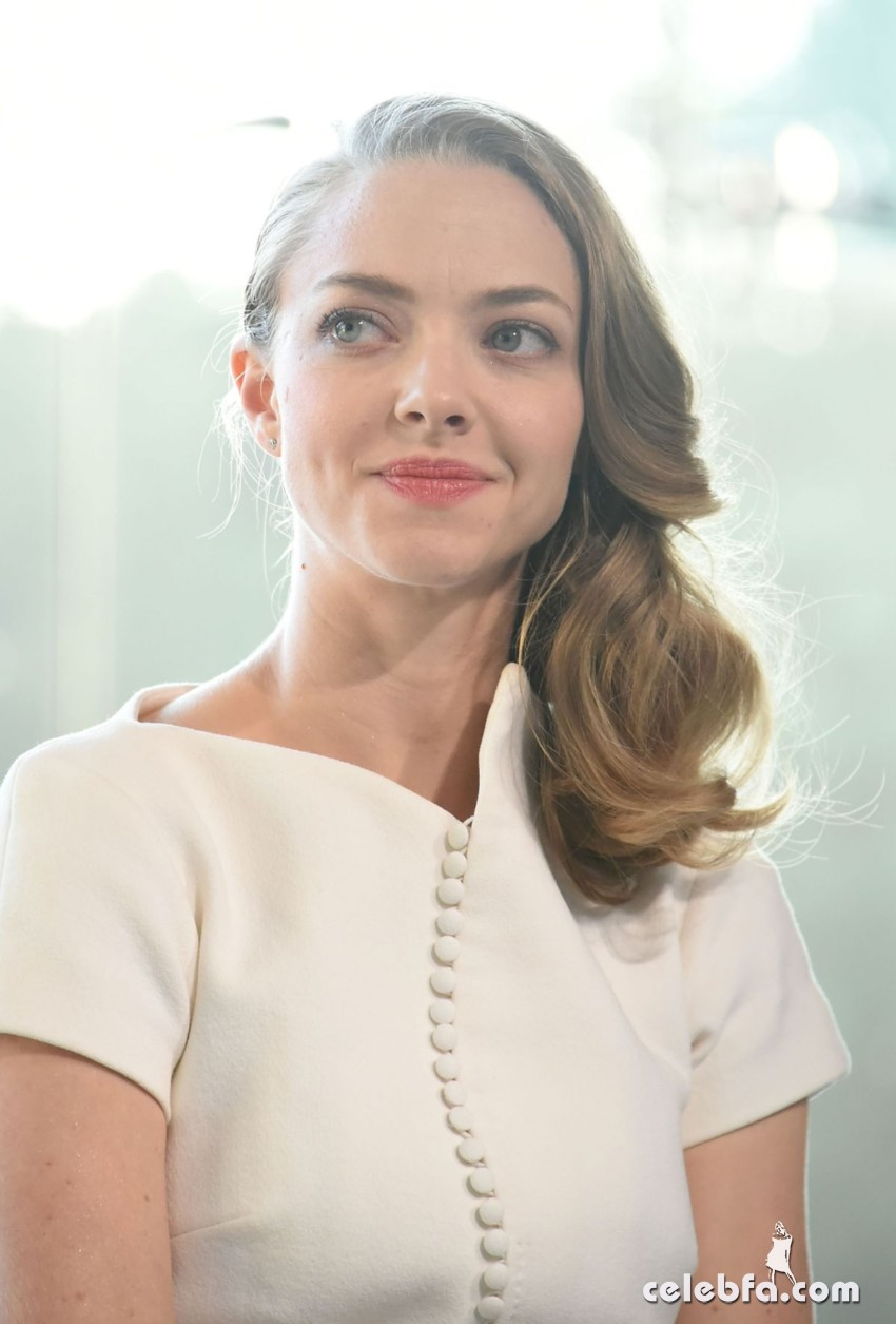 amanda-seyfried-at-cle-de-peau-beauty-promotion-in-tokyo (1)