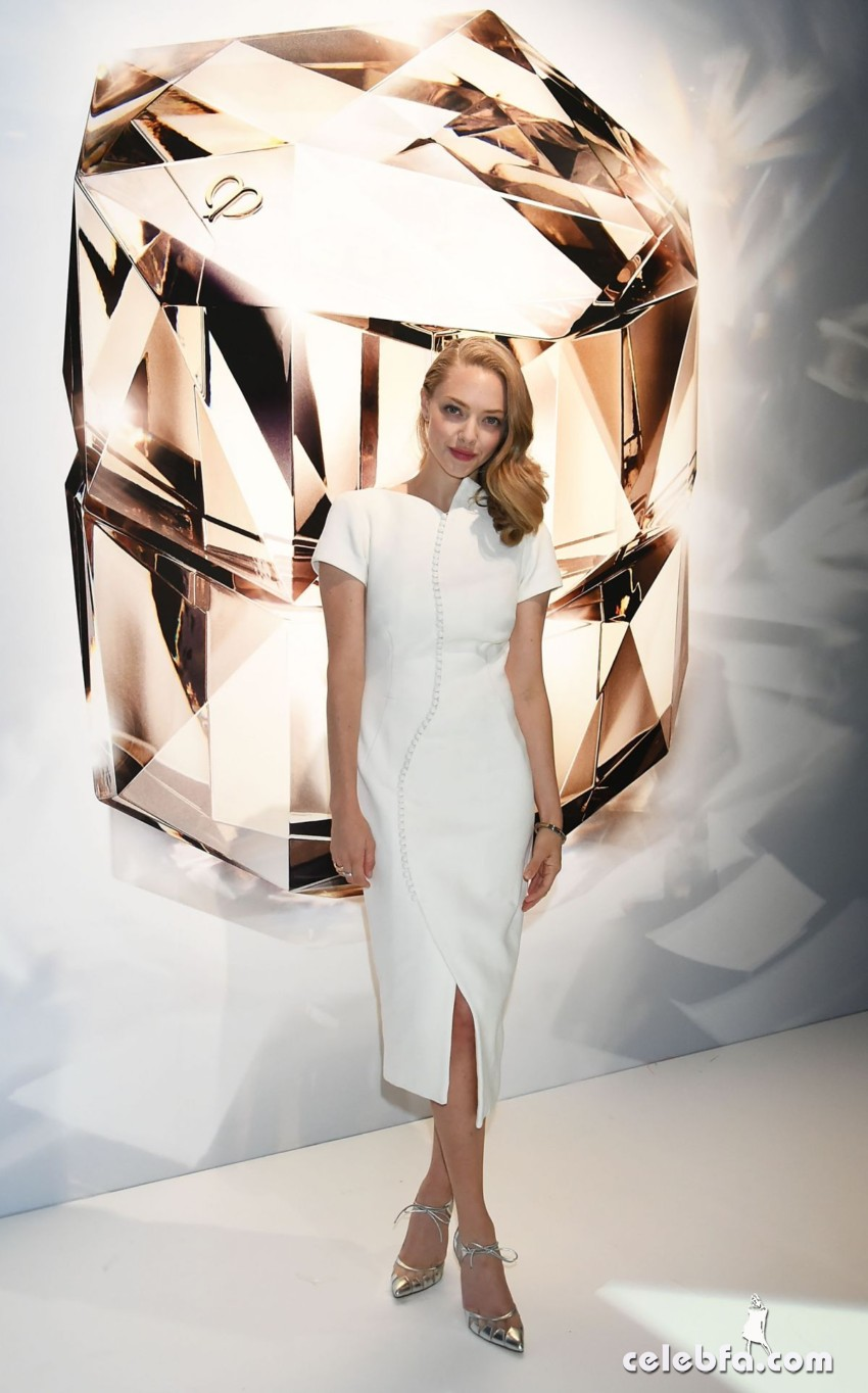 amanda-seyfried-at-cle-de-peau-beauty-promotion-in-tokyo (5)