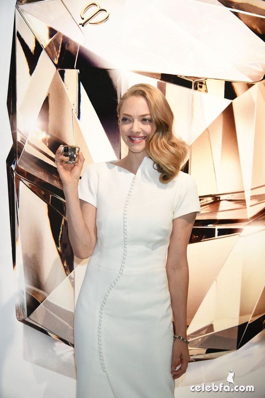 amanda-seyfried-at-cle-de-peau-beauty-promotion-in-tokyo (6)