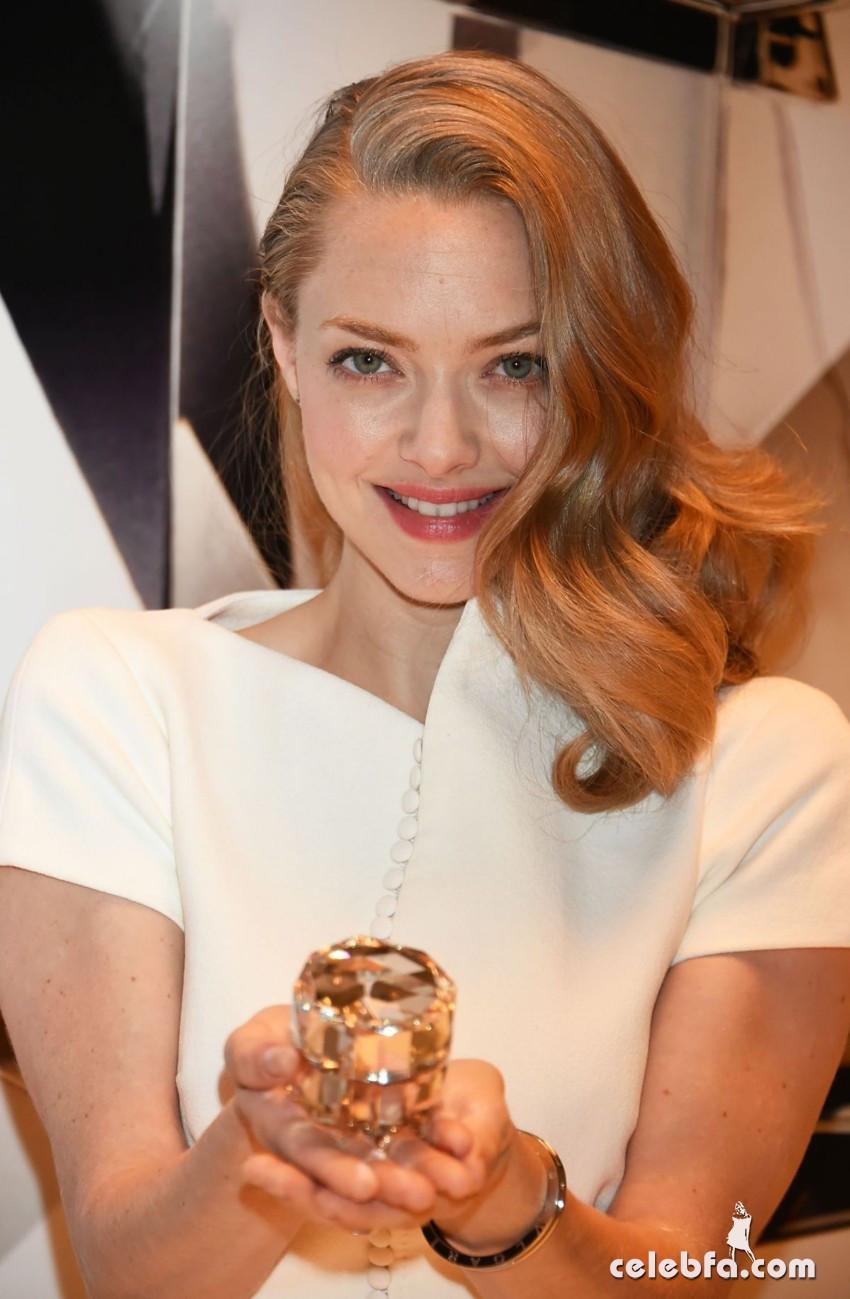 amanda-seyfried-at-cle-de-peau-beauty-promotion-in-tokyo (7)