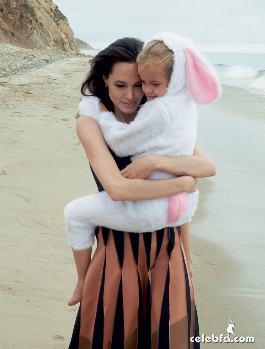 angelina_jolie_pitt_november_2015 (7)