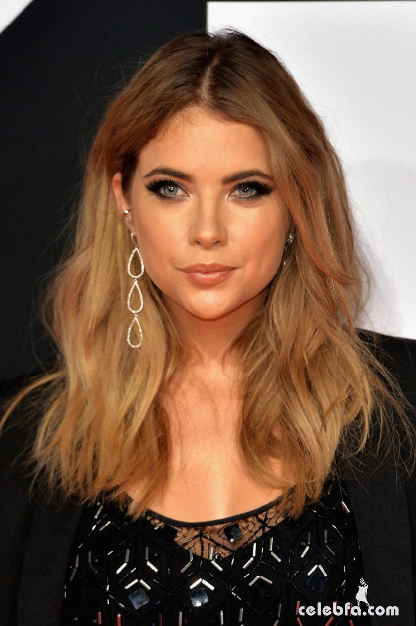 ashley-benson-at-mtv-european-music-awards-2015-in-milan (1)