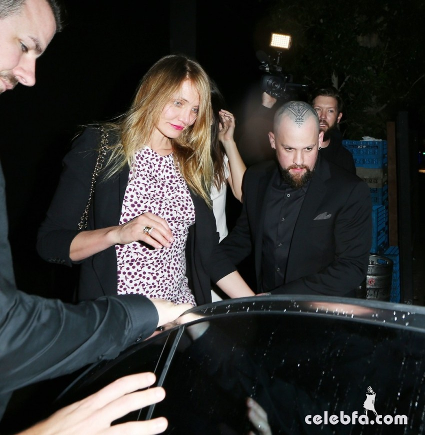 Cameron Diaz falls to the floor and gets help from Benji to get back up while Benji Madden shows off a new Head Tattoo as they leave the Nice Guy Club in West Hollywood Pictured: Cameron Diaz And Benji Madden Ref: SPL1142959  031015   Picture by: Photographer Group / Splash News Splash News and Pictures Los Angeles:310-821-2666 New York:	212-619-2666 London:	870-934-2666 photodesk@splashnews.com