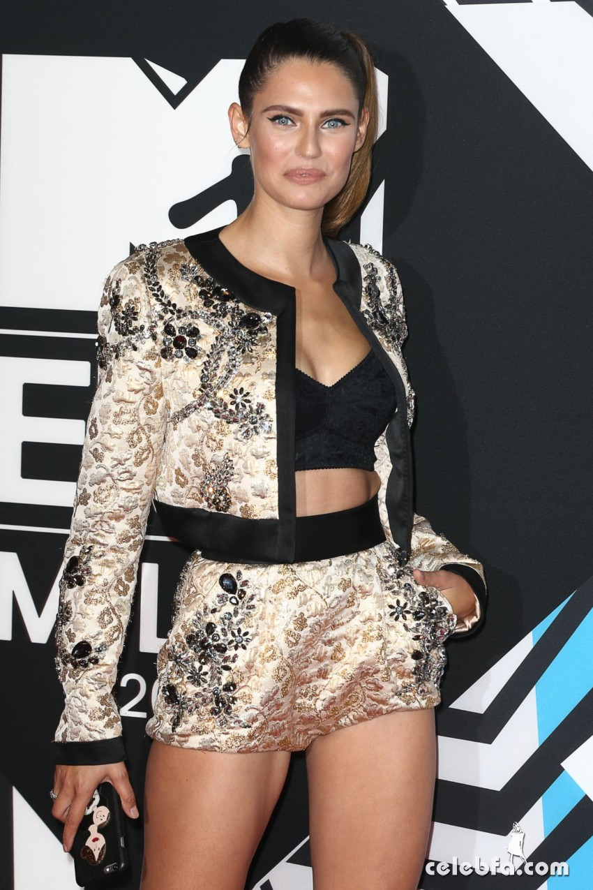 bianca-balti-at-mtv-european-music-awards-2015-in-milan (1)