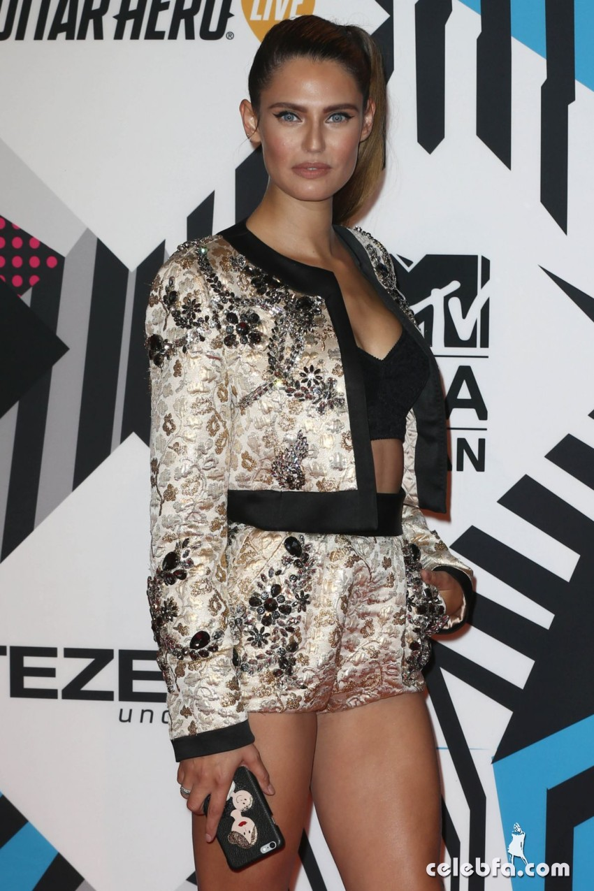 bianca-balti-at-mtv-european-music-awards-2015-in-milan (2)