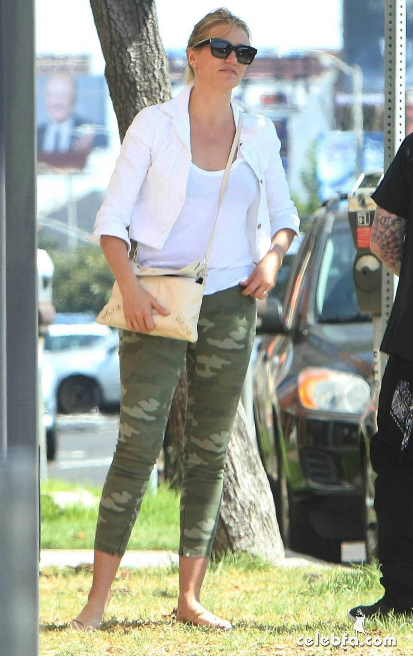 cameron-diaz-out-and-about-in-los-angeles (2)