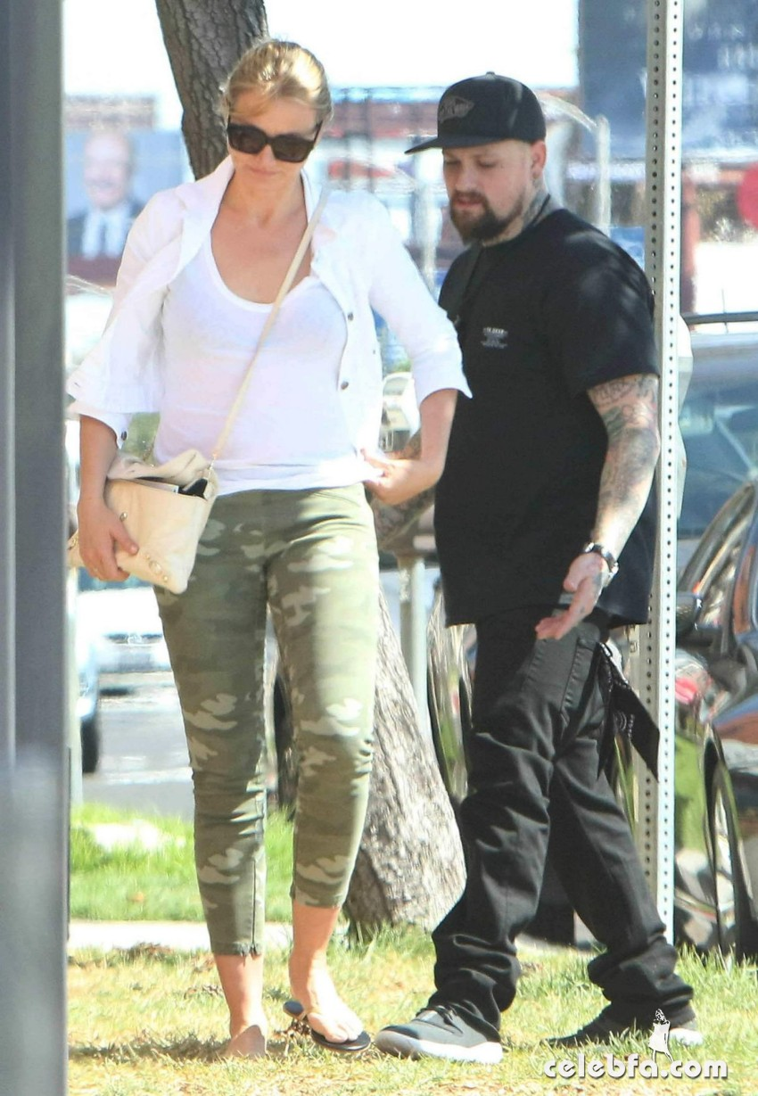 cameron-diaz-out-and-about-in-los-angeles (3)