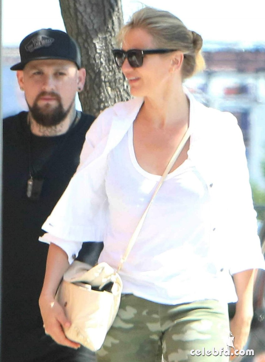 cameron-diaz-out-and-about-in-los-angeles (5)