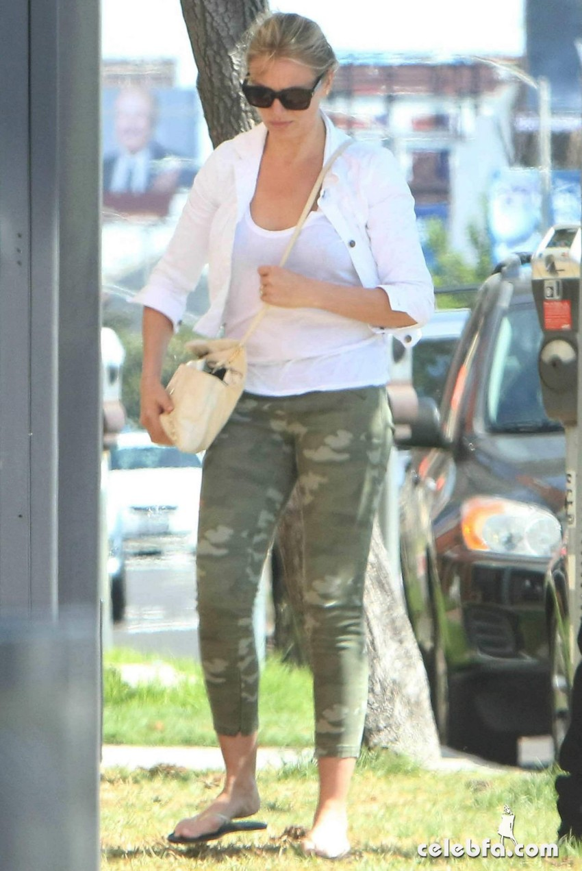 cameron-diaz-out-and-about-in-los-angeles (9)
