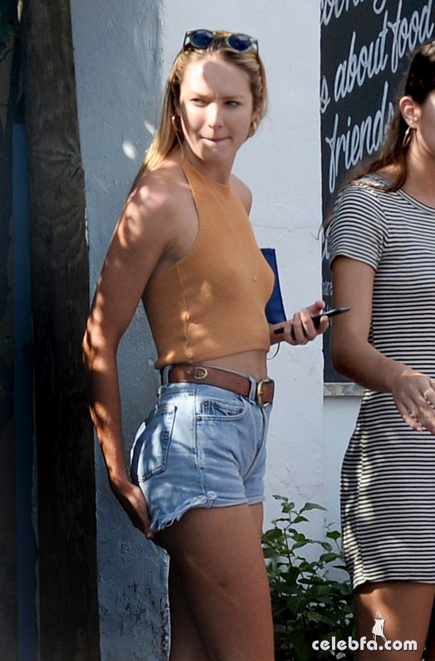 candice-swanepoel-in-cut-off-out-in-miami (1)