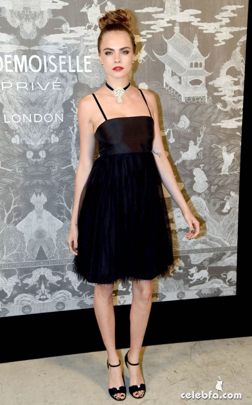 cara-delevingne-at-chanel-exhibition-party-in-london (4)