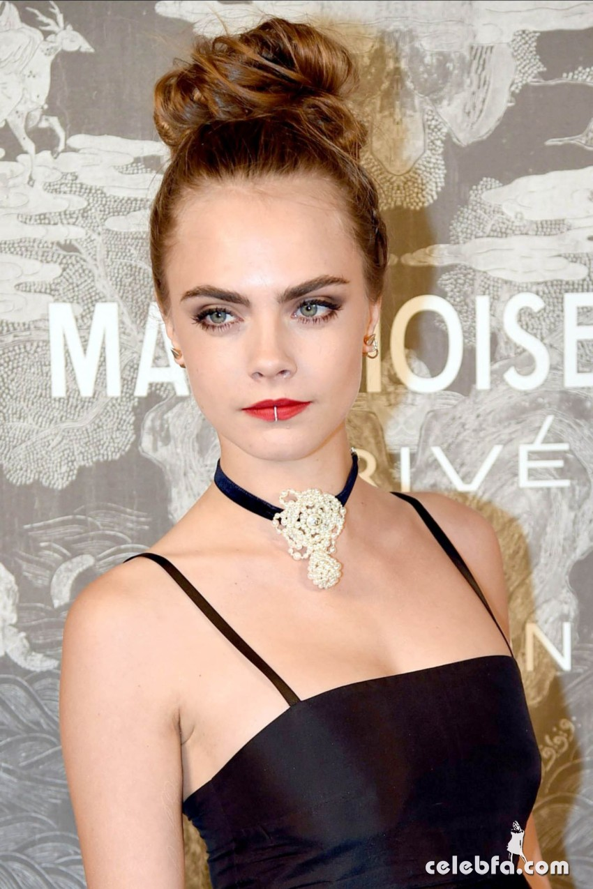 cara-delevingne-at-chanel-exhibition-party-in-london (5)