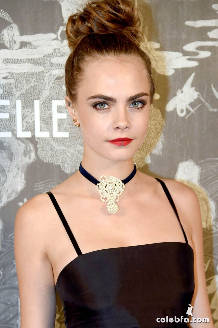 cara-delevingne-at-chanel-exhibition-party-in-london (7)