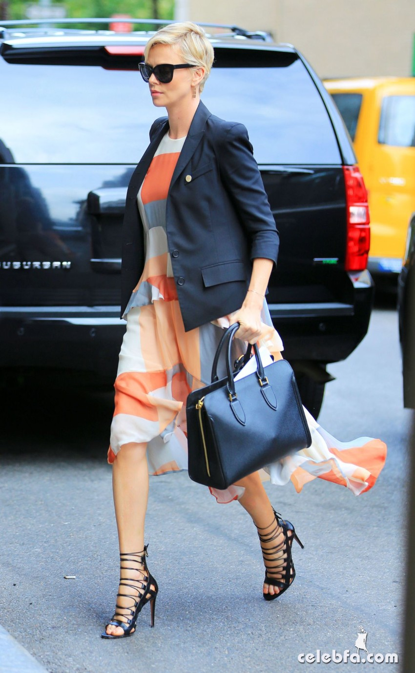 charlize-theron-out-and-about-in-new-york (4)
