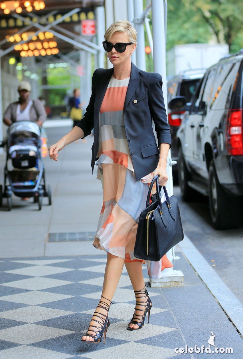 charlize-theron-out-and-about-in-new-york (5)