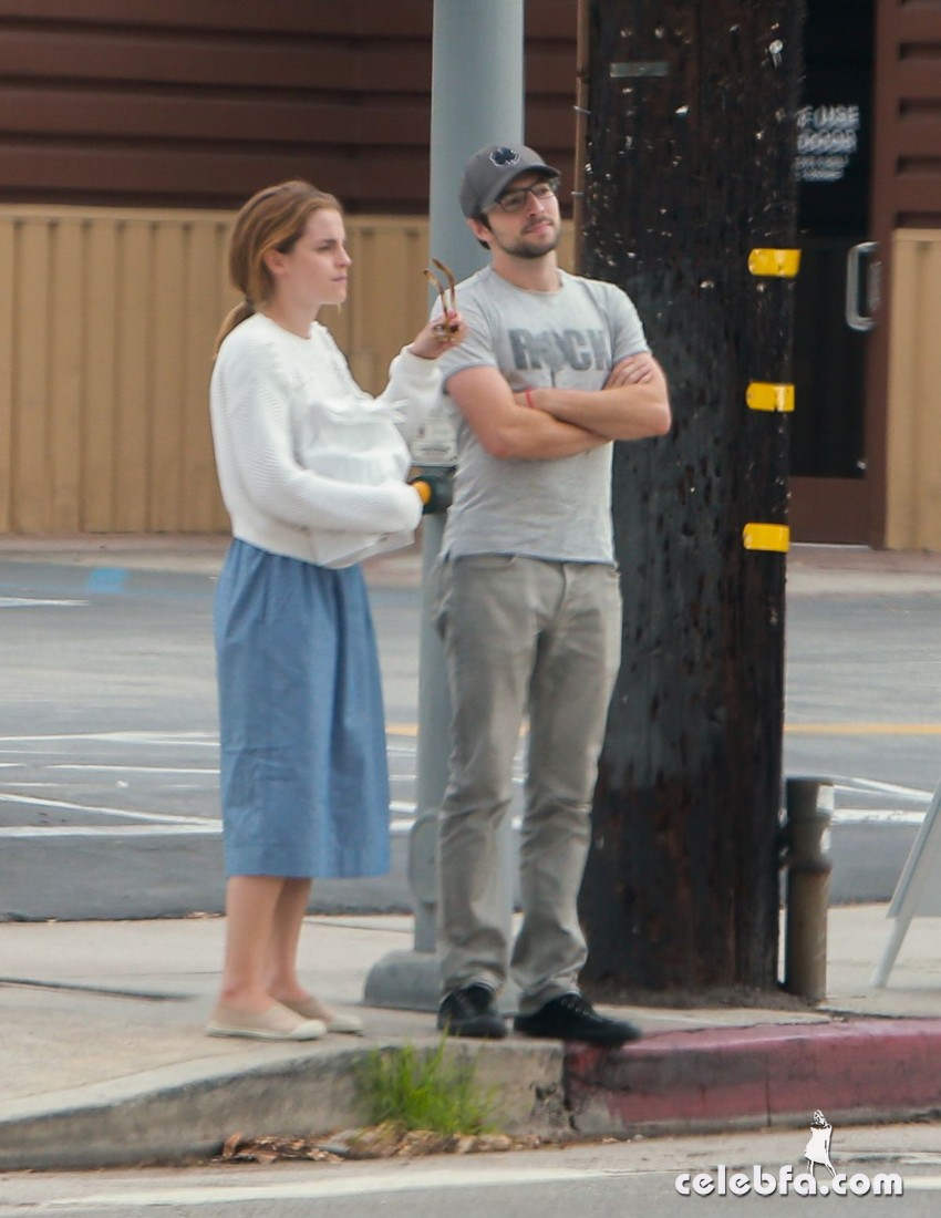 emma-watson-out-and-about-in-los-feliz (3)