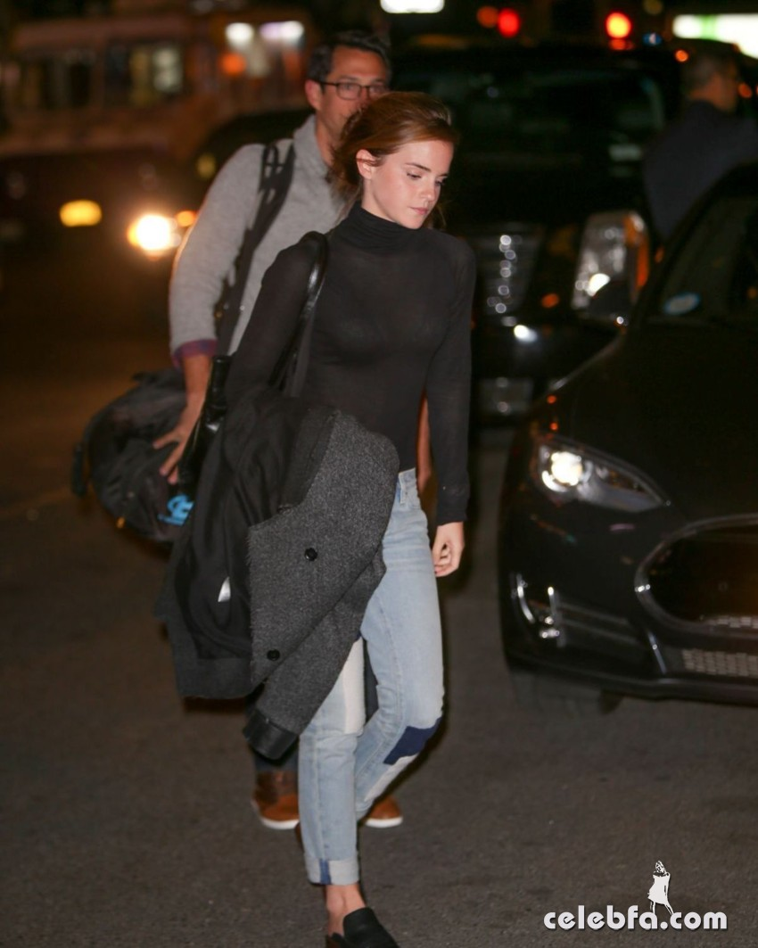 emma-watson-out-and-about-in-new-york (6)