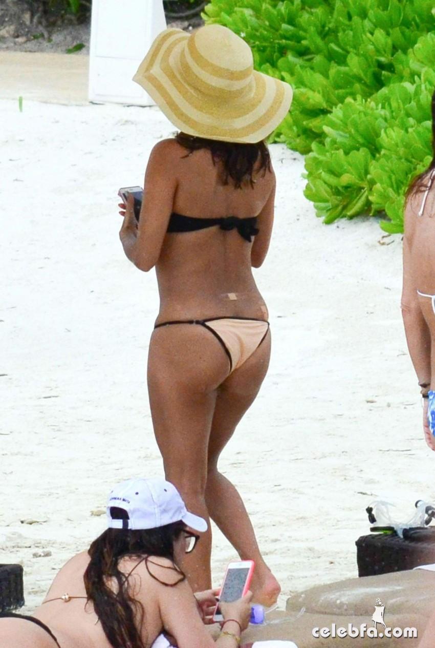 eva-longoria-in-bikini-at-a-beach-in-cancun (3)