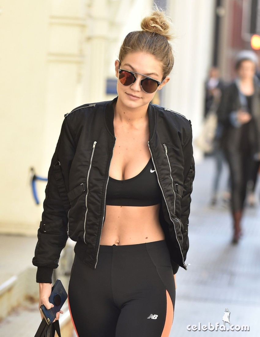 gigi-hadid-arrives-at-her-hotel-in-new-york (1)