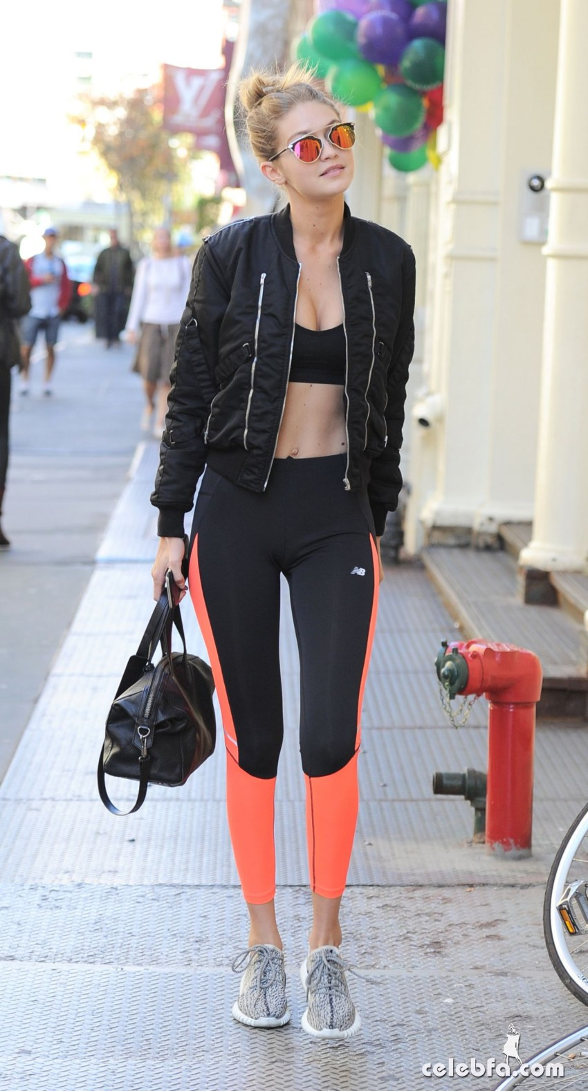 gigi-hadid-arrives-at-her-hotel-in-new-york (5)