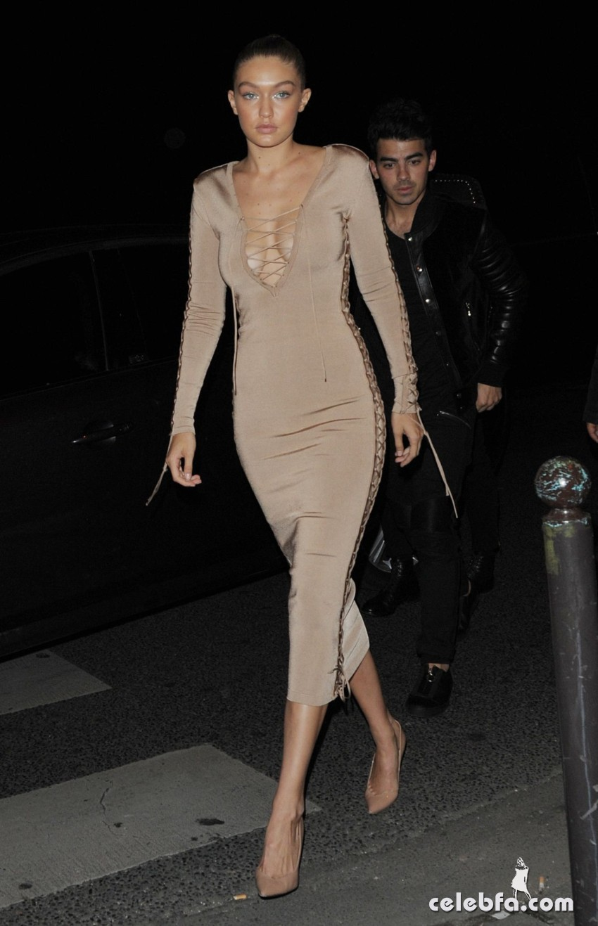 gigi-hadid-at-balmain-fashion-show-after-party-in-paris (2)