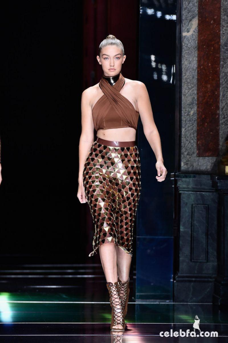 gigi-hadid-at-balmain-fashion-show-at-paris-fashion-week (3)