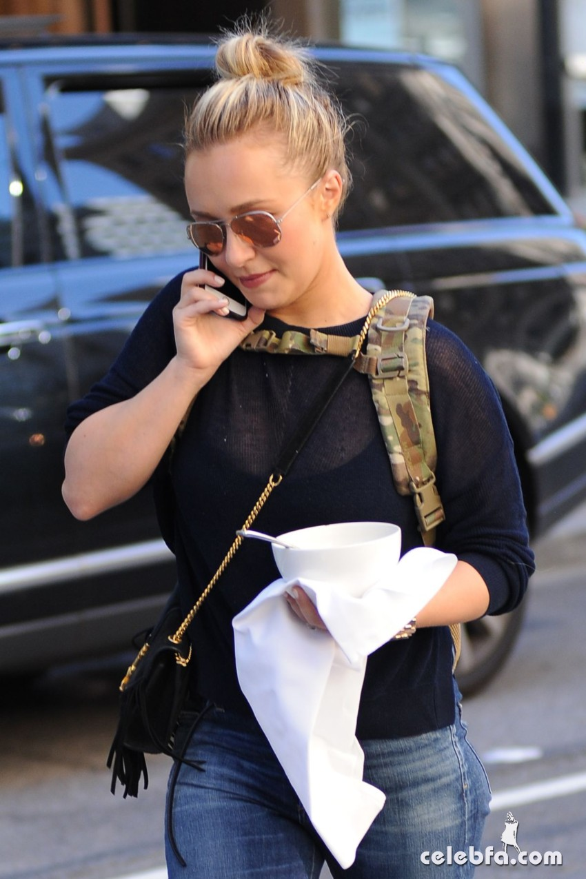hayden-panettiere-out-and-about-in-new-york (3)