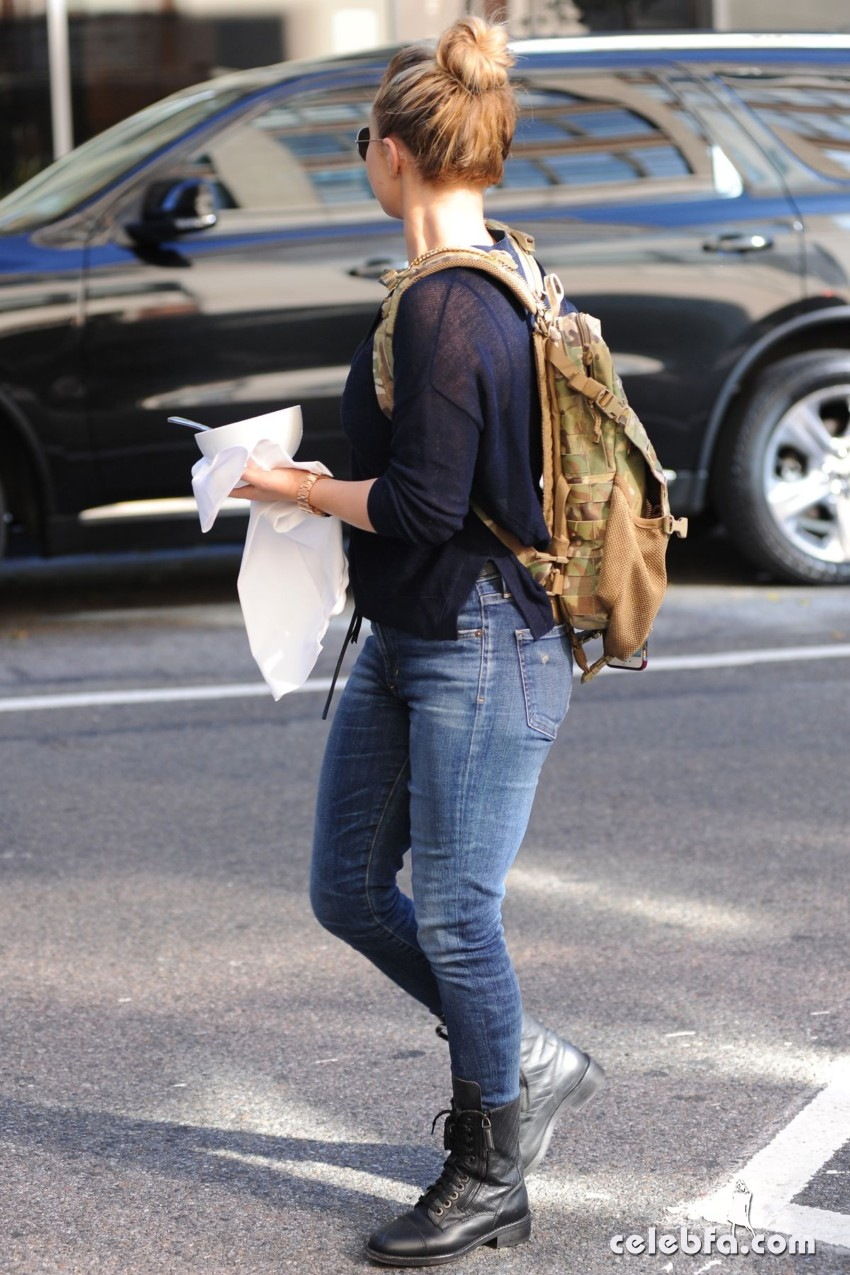 hayden-panettiere-out-and-about-in-new-york (5)