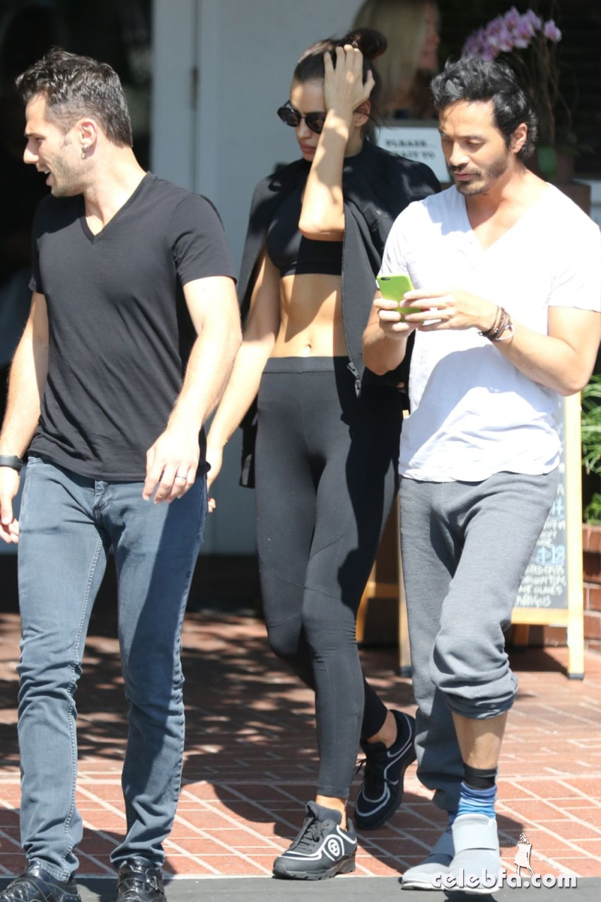 irina-shayk-out-and-about-in-west-hollywood (2)