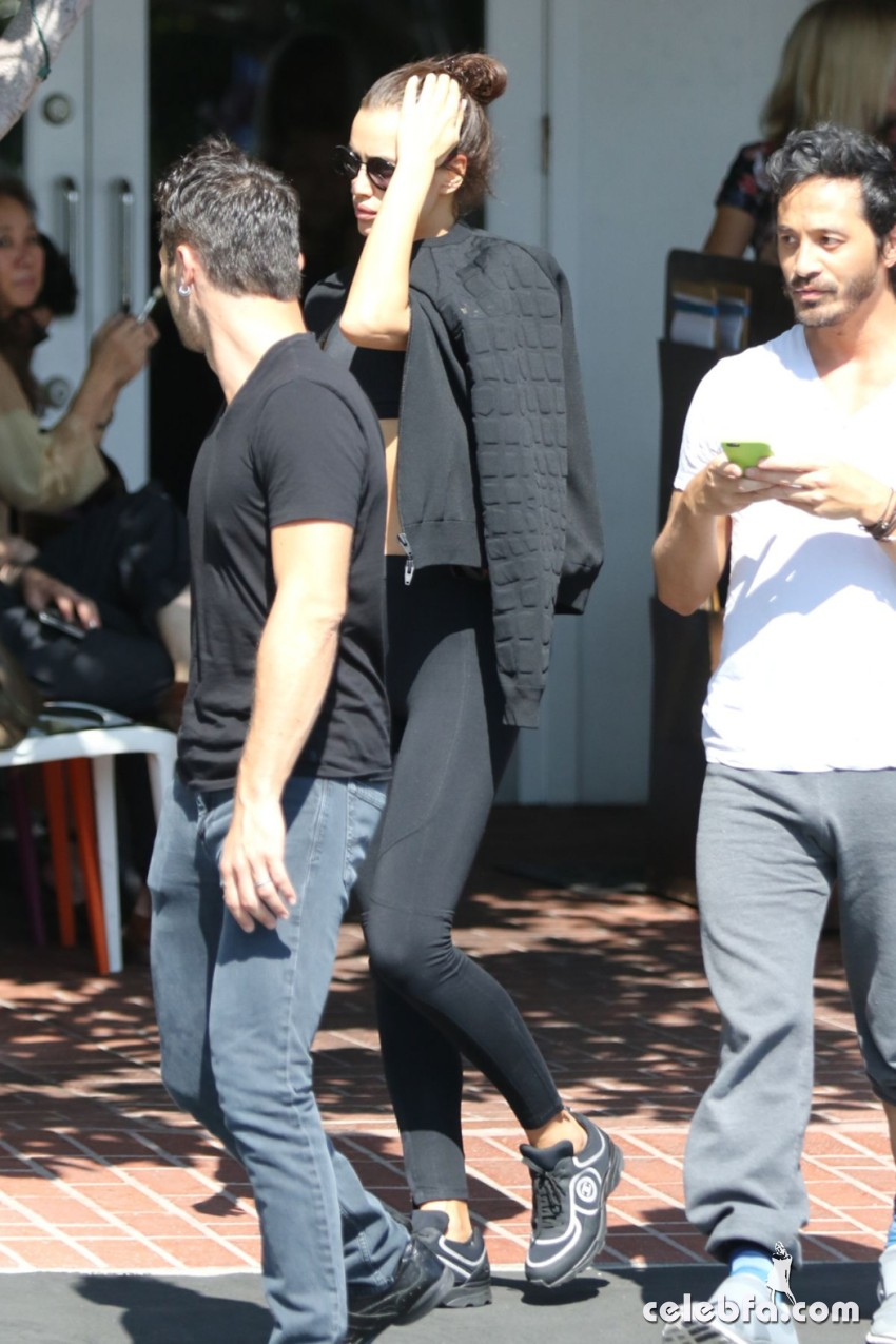 irina-shayk-out-and-about-in-west-hollywood (4)